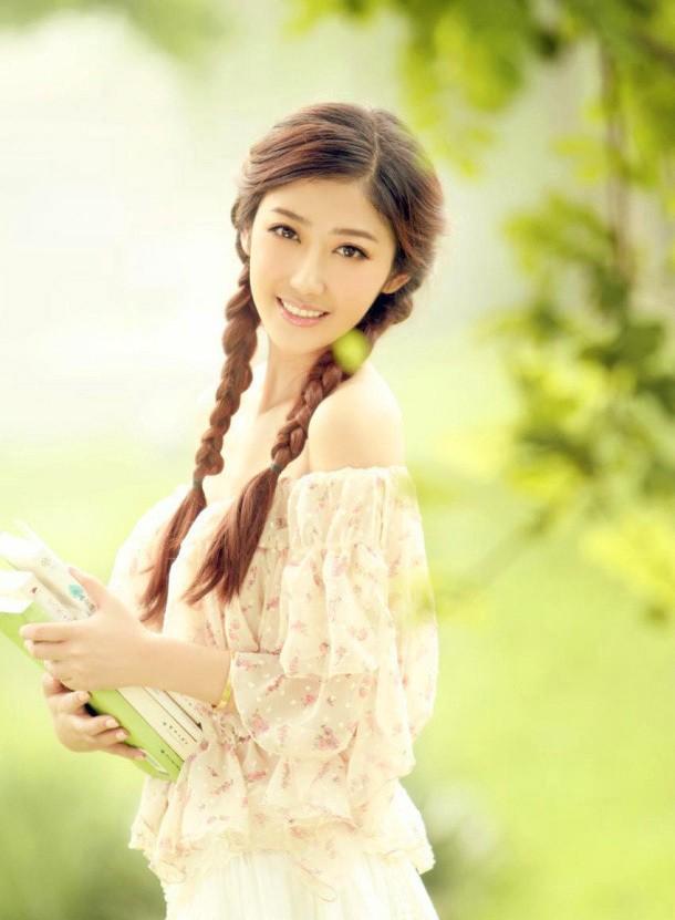 气质美女甜美的微笑图片