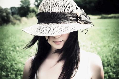 那些戴帽子的女生